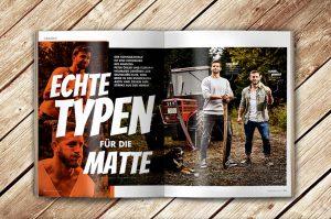 Aufgeschlagene Doppelseite des Magazins Waldrausch - Das Beste aus der Heimat mit den Ringern Peter Öhler und Florain Neumaier